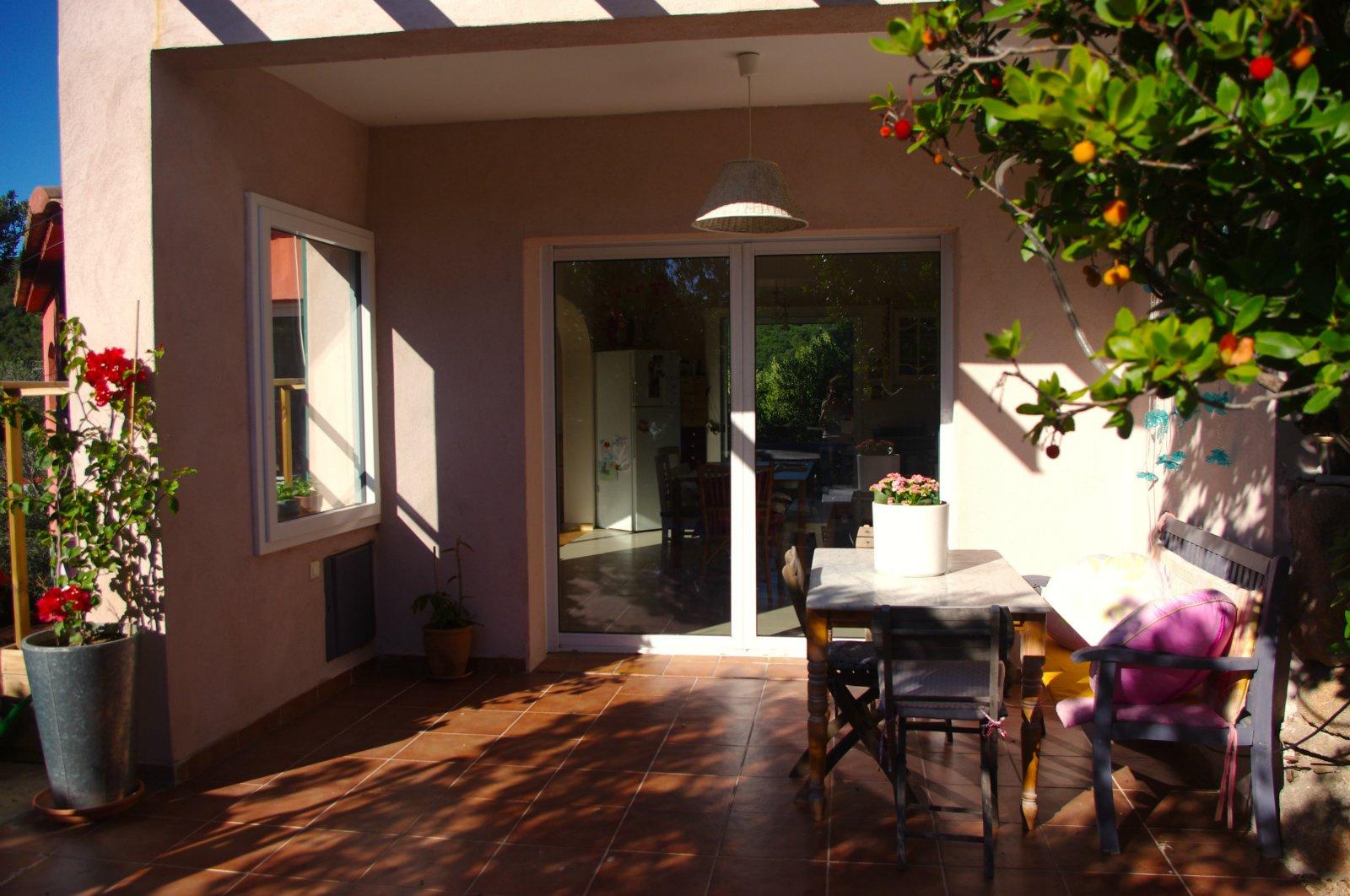 ouverture sur terrasse arrière et jardin